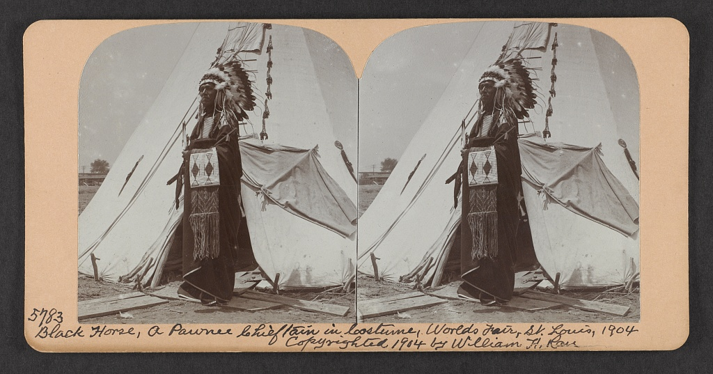 Black Horse, a Pawnee chieftain in costume, World's Fair, St. Louis, 1904
