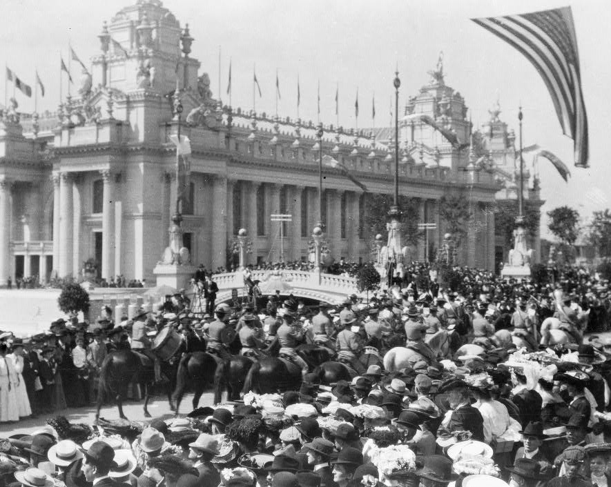 Cavalry and the crowds at the St. Louis world's fair