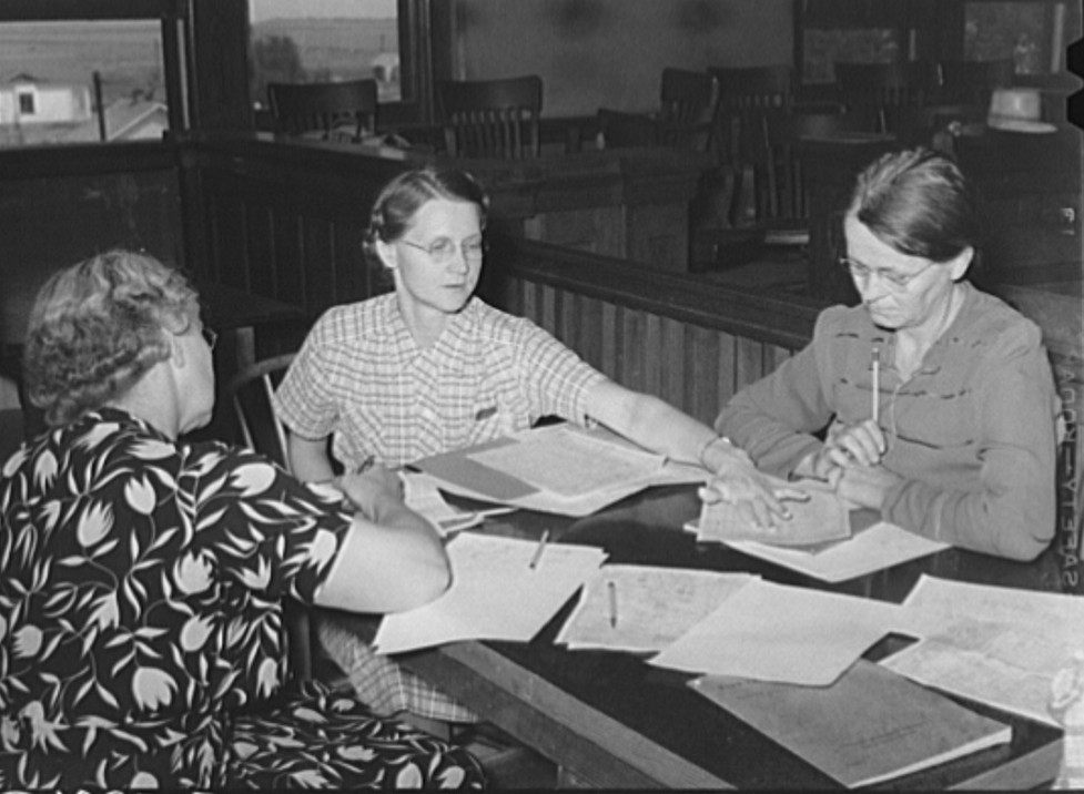 FSA (Farm Security Administration) home supervisor explaining home plan to clients. Sheridan County, Kansas russell lee 1939