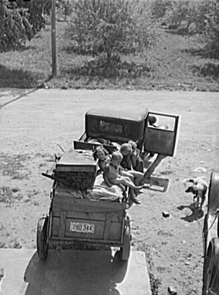 Family of migrants from Arkansas ready to move to new work location. Berrien County, Michigan 1940
