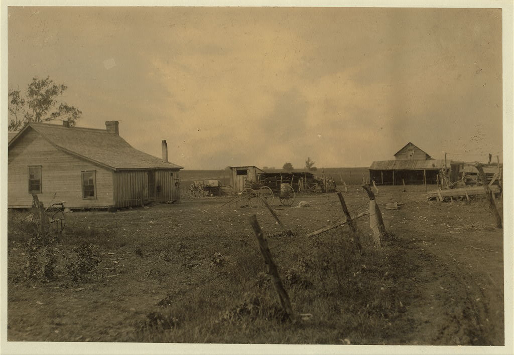 Lewis Wicke hine 1913 - Home of family of Renters 9 members, near West. Everything run down. Location West, Texas.