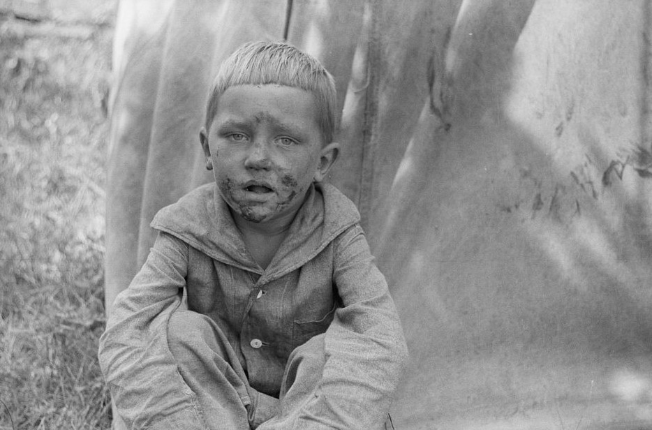 Migrant child in front of tent home, Berrien County, Michigan 1940