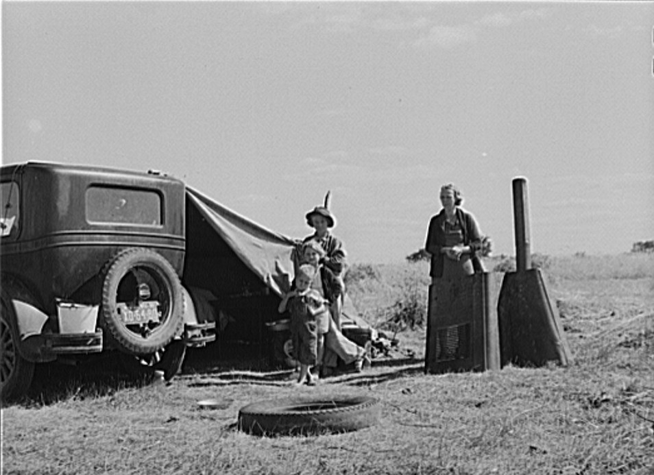 Migrant family from Tennessee camped in field on outskirts of town, about two blocks from water supply. Berrien County, Michigan 1940