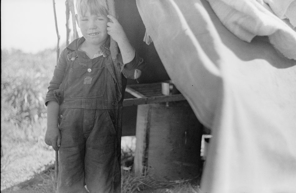 Migrant7 child eating in front of tent home, Berrien County, Michigan