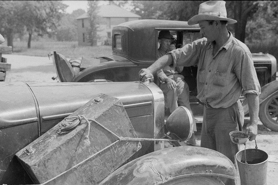 Migrants getting car ready to move on in search for work, Berrien County, Michigan 1940 2