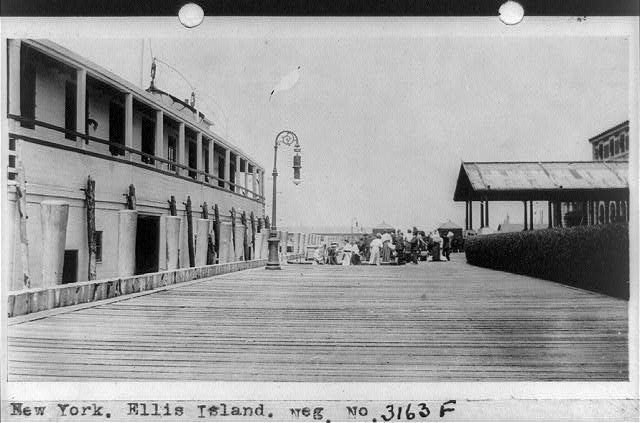 New York. Ellis Island between 1909-19322