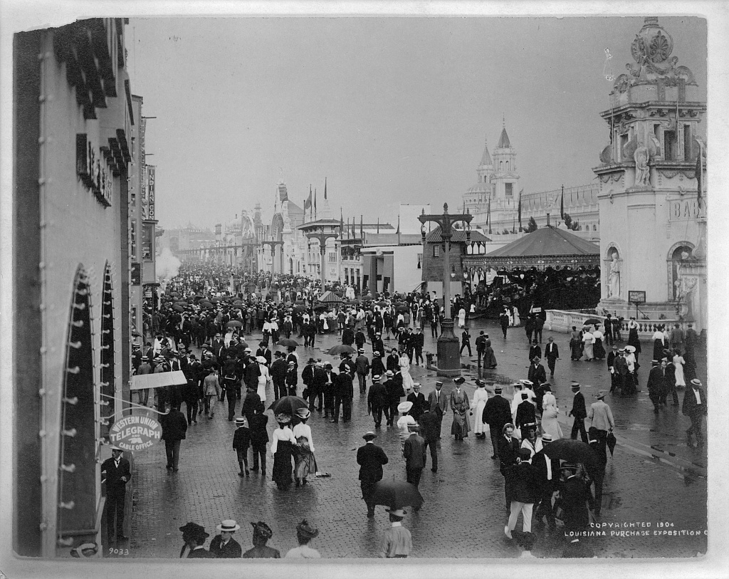 St. Louis World's Fair - Crowd on the east end of the Pike