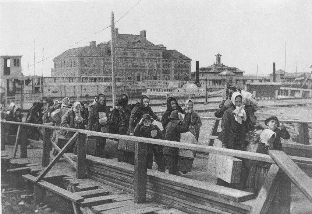 emmigrants arriving ellis island 1902