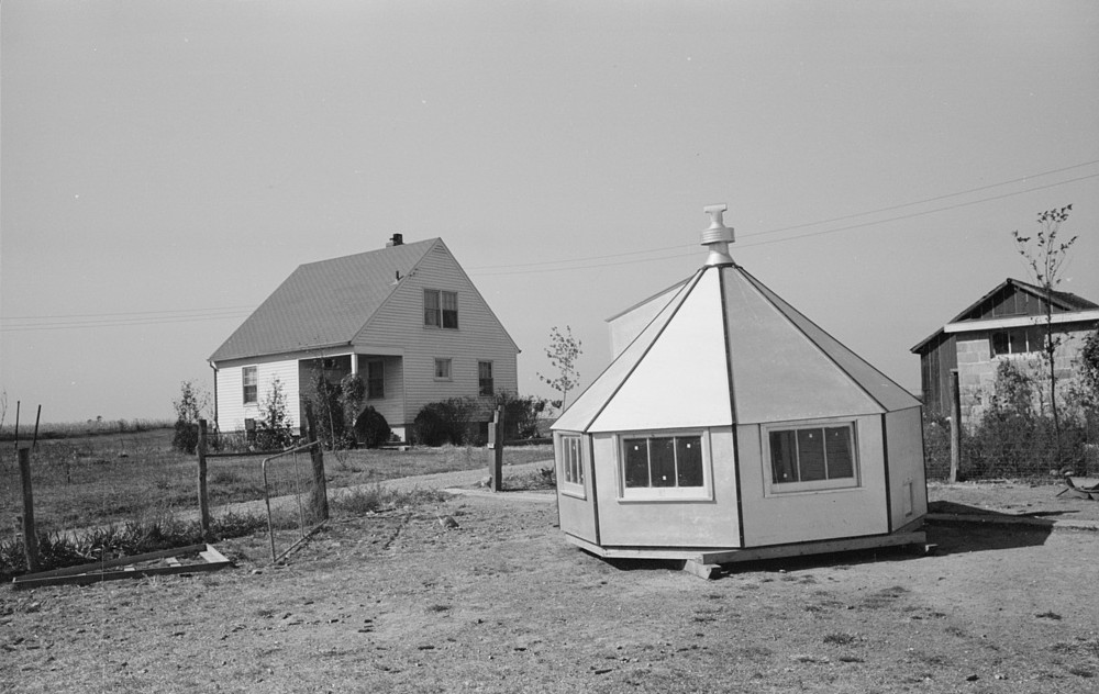 Farm at Greenhills, Ohio October 1939 by photographer John Vachon