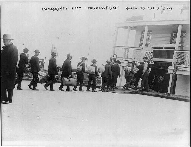 Immigrants from PRINZESS IRENE boarding ferry to take them to Ellis Island