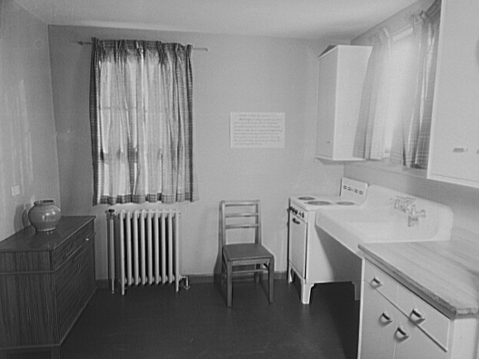Interior of kitchen Greenhills, Ohio Jan 1938, by John Vachon