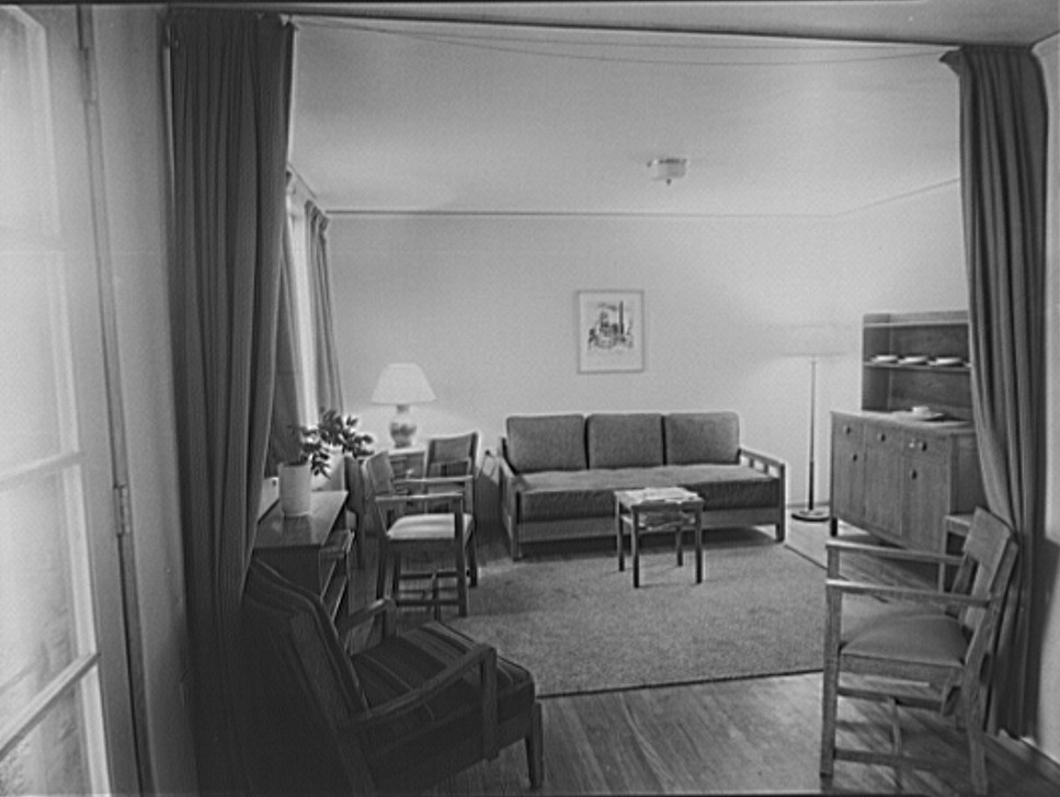 Interior of living room Greenhills, Ohio Jan 1938, by John Vachon
