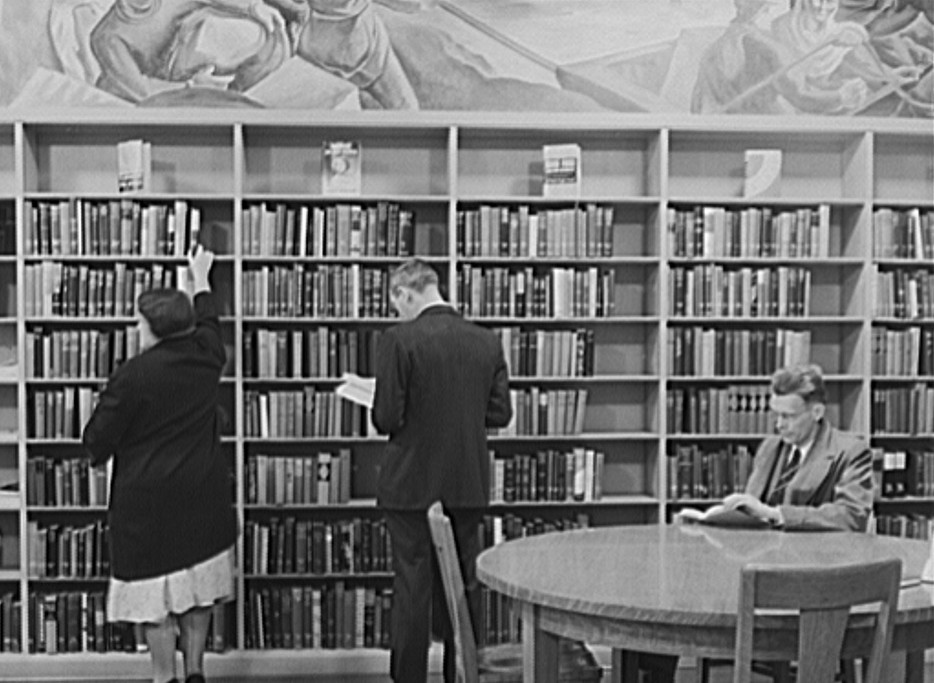 Library at Greenhills, Ohio October 1939 by photographer John Vachon