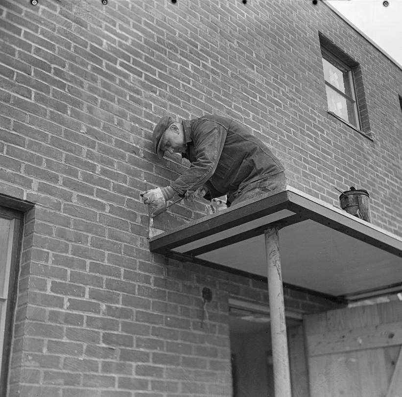 Workmen soldering metal trim on roof. Greenhills, Ohio feb. 1937 russell lee