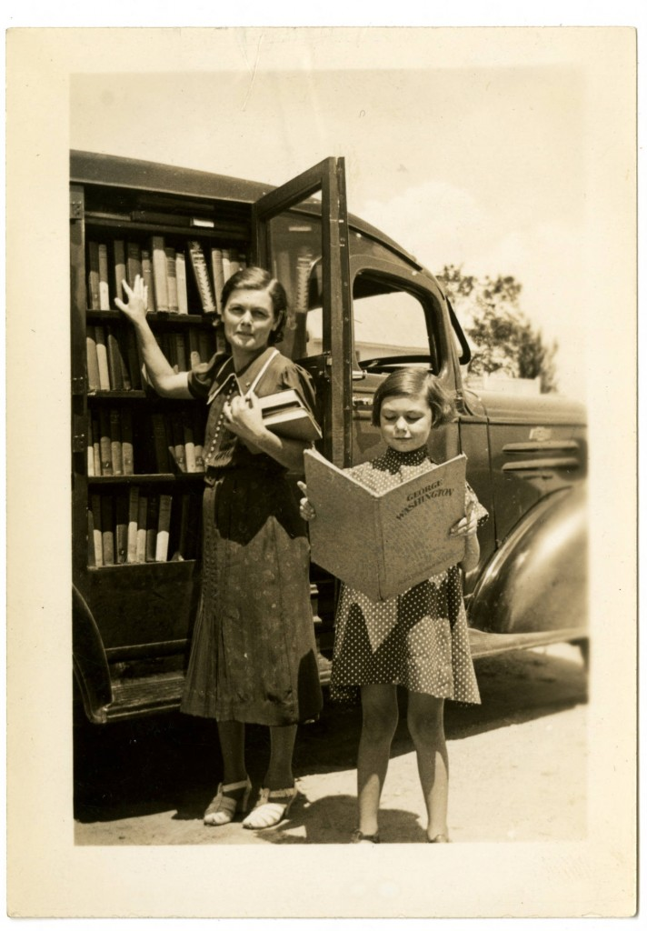 Mrs_Garrett_Smith_and_child_stand_in_front_of_bookmobile