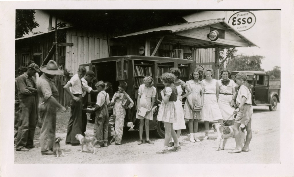 Rockingham_County_Public_Library_bookmobile