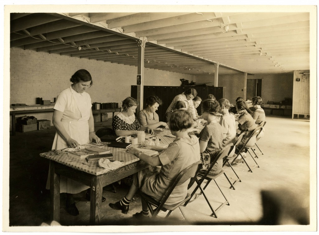 Women_mending_books_in_Rockingham_County_as_part_of_the_WPA_book_mending_project (1)