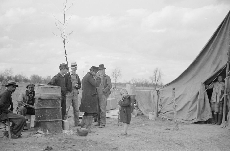 Evicted sharecroppers along Highway 60, New Madrid County, Missouri by photographer Arthur Rothstein 1938