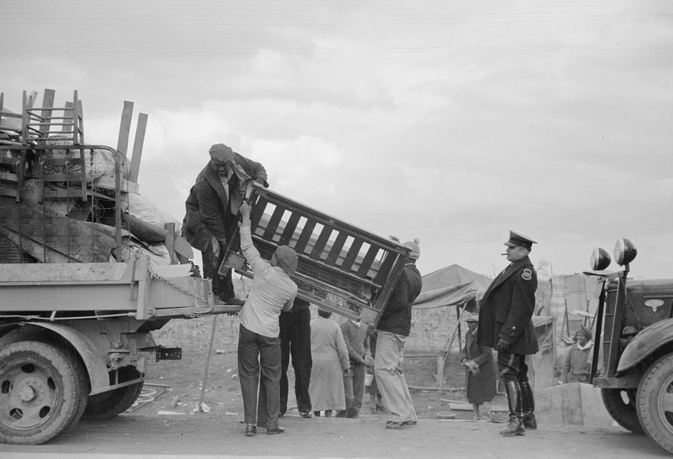 State highway officials moving evicted sharecroppers away from roadside to area between the levee and the Mississippi River, N by photographer Arthur Rothsteinn Jan. 1938