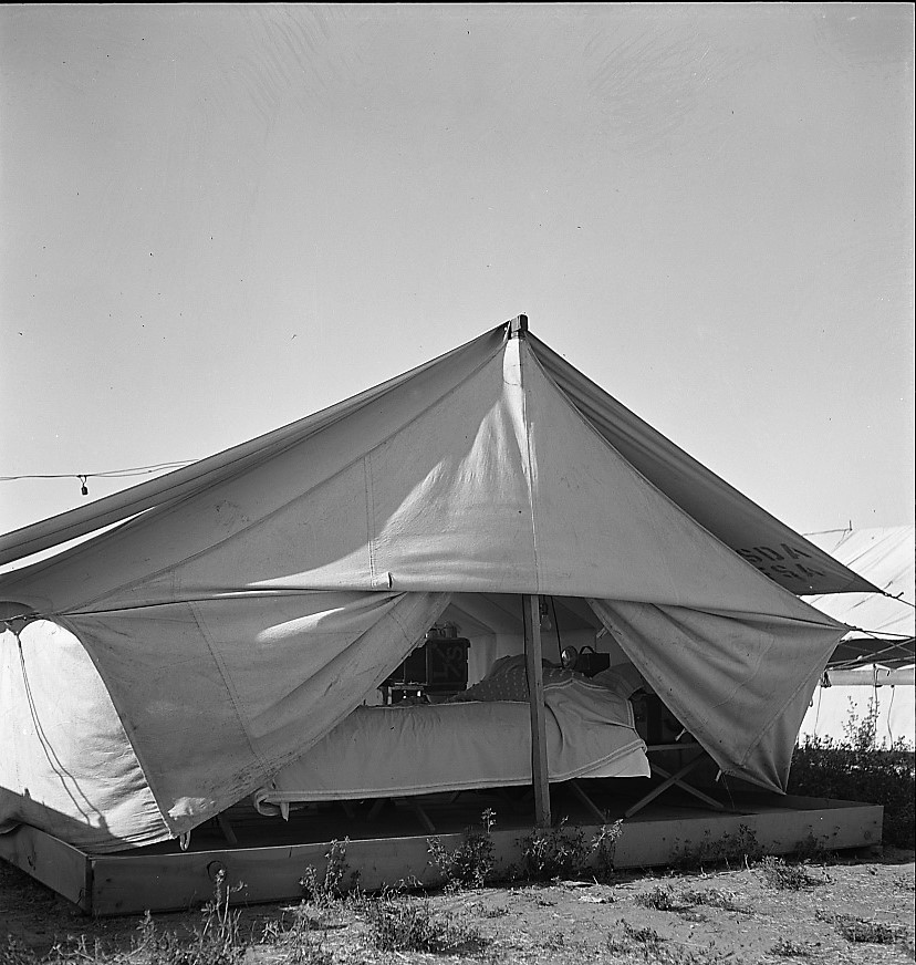 Nyssa, Oregon. FSA tent home of Japanese-Americans 4 July 1942 (Russell Lee, Library of Congress