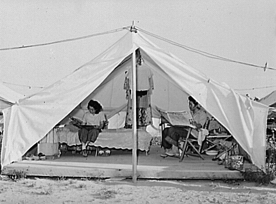 Nyssa, Oregon. FSA tent home of Japanese-Americans July 1942 (Russell Lee, Library of Congress)