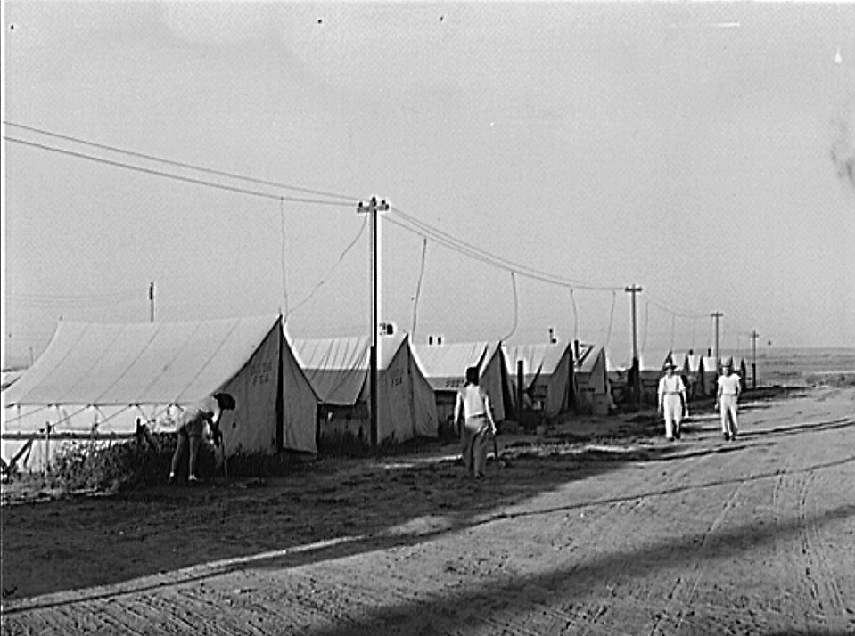 Nyssa, Oregon. FSA tent homes of Japanese-Americans July 1942 (Russell Lee, Library of Congress)