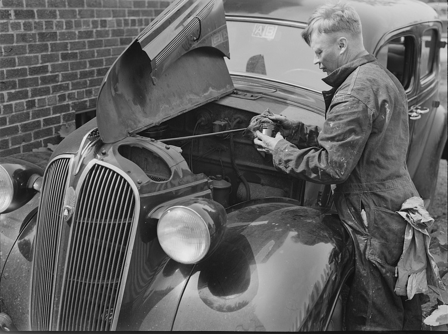 A man repairing his automobile. Silver Spring, Maryland 1943 (Library of Congress)