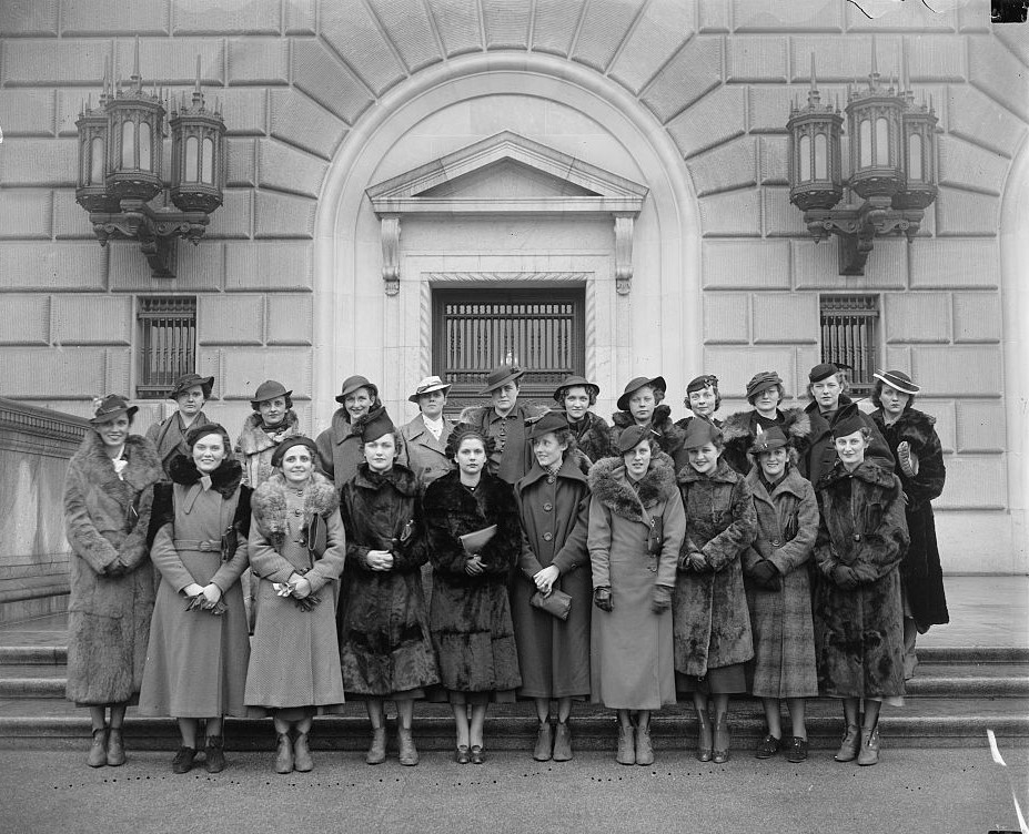 College students in Washington 1937 (Harris and Ewing Library of Congress)