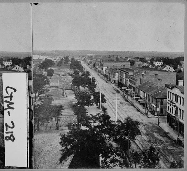Savannah_1878_View_along_Bay_Street__This_is_a_stereograph_The_stereograph_was_taken_by_Havens_which_was_located_at_141143_Broughton_Street_Savannah_Georgia_at_the_time_the_stereograph_was_made
